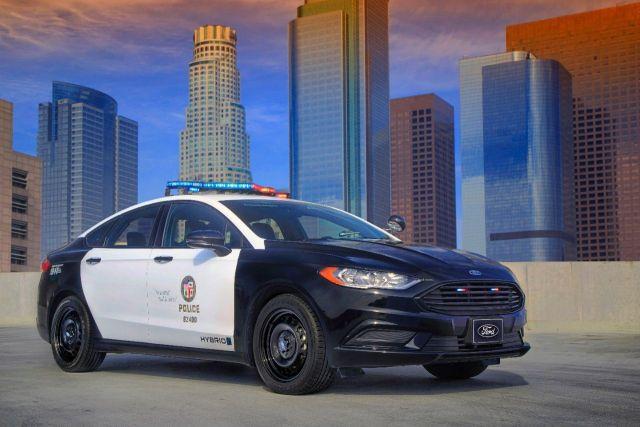 Ford_Police_Responder_Hybrid_Sedan_2018